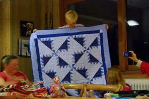 Peaks, quilt, retreat, feather quilting, Delectable mountain pattern
